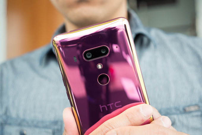 HTC U12 Plus Flame Rose up for pre-order in the US