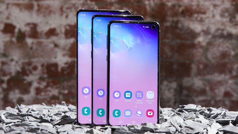 Getting a new display for a broken Galaxy S10 will be costly